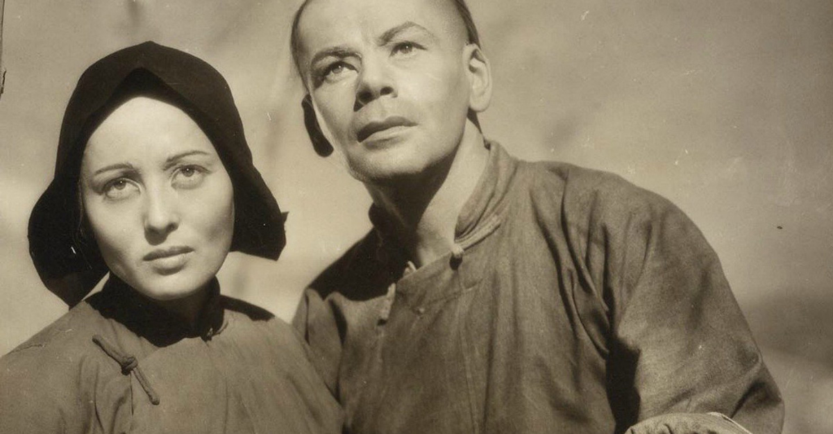 Luise Rainer and Paul Muni in 'The Good Earth'