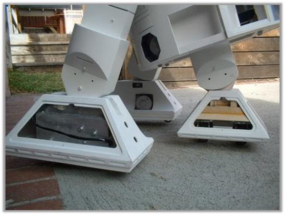 R2 foot enclosures